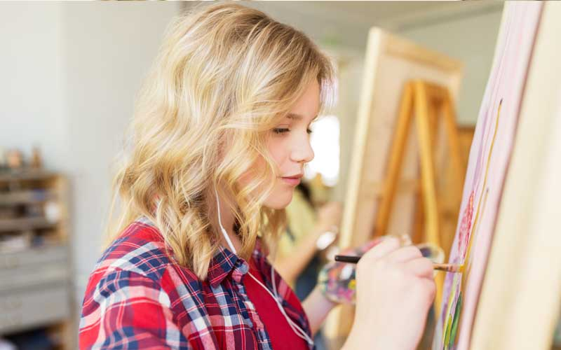 student-girl-with-easel-painting-at-art-school-PBGA9FX